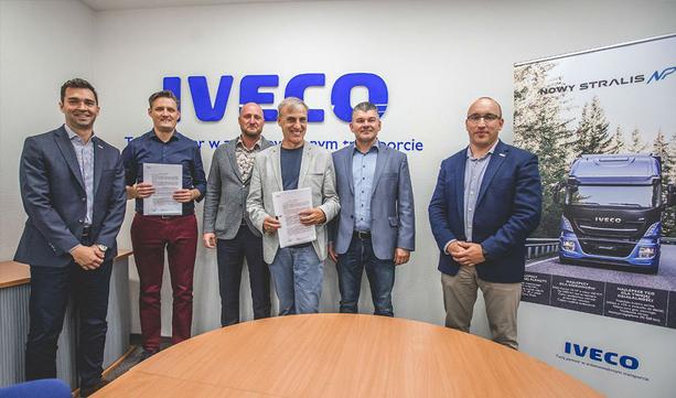 IVECO Poland oraz firma Don Trucking podpisałi umowę na dostawę 20 ciągników.